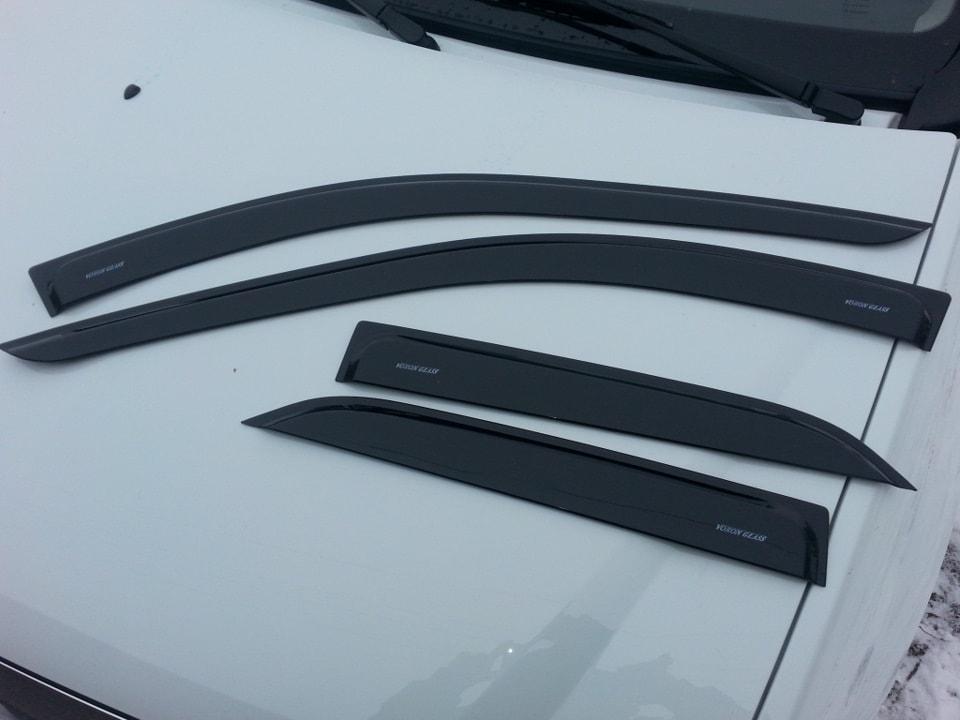Ветровики Renault Logan с 2013 «Voron Glass»